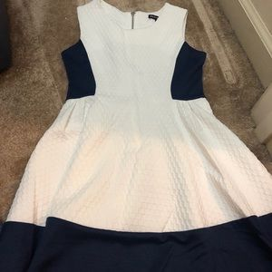 Cute fitted color block dress